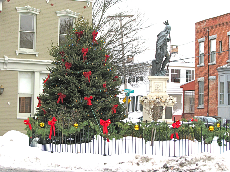 2009 Stockade Christmas Tree with Lawrence the Indian - Schenectady NY