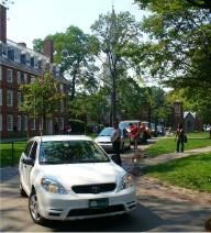 Cavalcade of first-year families entering Harvard Yard through Johnston Gate