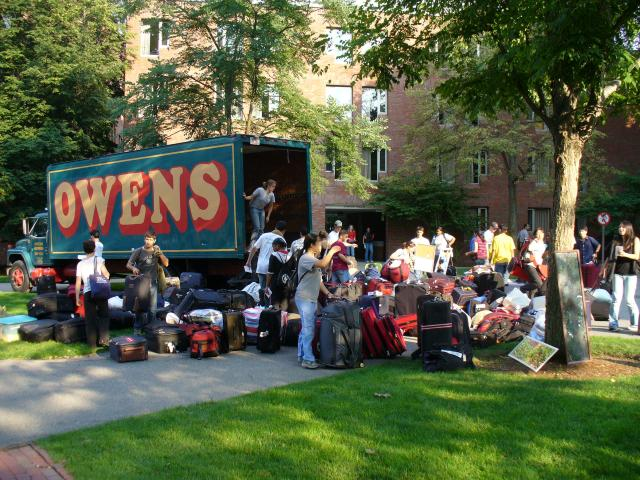 The first wave of new Harvard first years lands at Canaday Hall