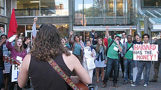 Evan Greer singing to a rally for fired Harvard worker Joan Frankel