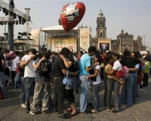 Mexico City Kiss-In (photo courtesy AP)