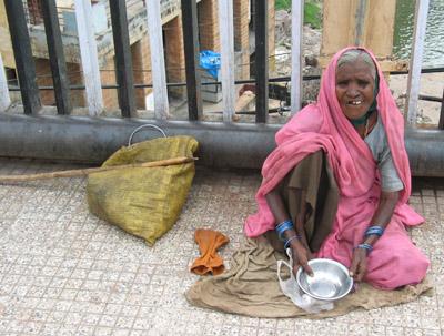 Beggar, Omkareshwar