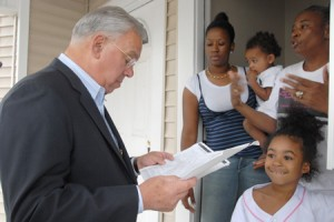 Mayor Menino visits tenants affected by foreclosure