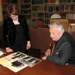 Gore Vidal with Houghton archivist Jennifer Lyons, looking through the Vidal papers in the Houghton Reading Room (June 2007)