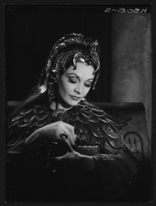 Vivien Leigh in Antony and Cleopatra, 1951. Angus McBean Photograph (MS Thr 581). © Harvard Theatre Collection, Harvard University