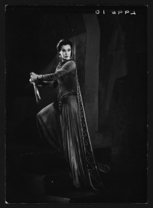 Vivien Leigh as Lady Macbeth, 1955. Angus McBean Photograph (MS Thr 581). © Harvard Theatre Collection, Harvard University