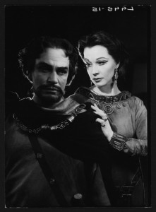 Vivien Leigh as Lady Macbeth opposite Laurence Olivier, 1955. Angus McBean Photograph (MS Thr 581). © Harvard Theatre Collection, Harvard University