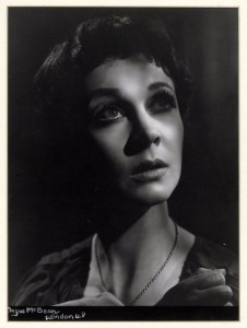 Vivien Leigh as Antigone, 1948. Angus McBean Photograph (MS Thr 963). © Harvard Theatre Collection, Harvard University