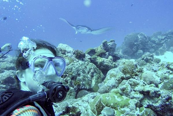 Bryce Burgwyn '21 snorkelng in Palau