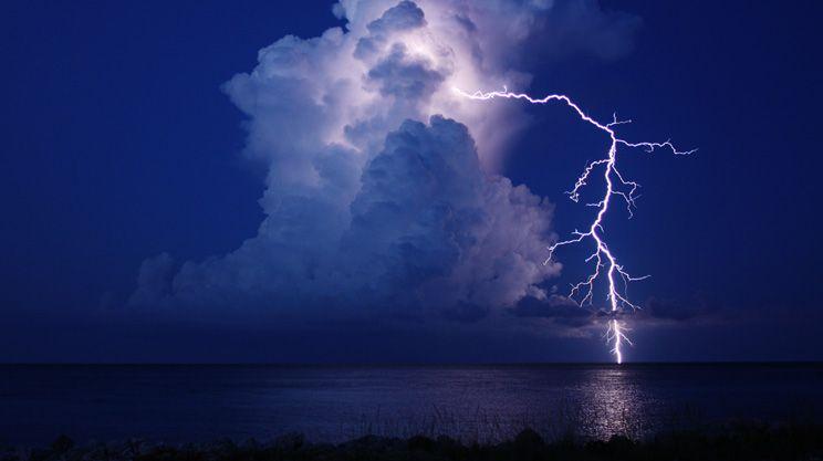 cloud-ground-lightning13_20849_990x742