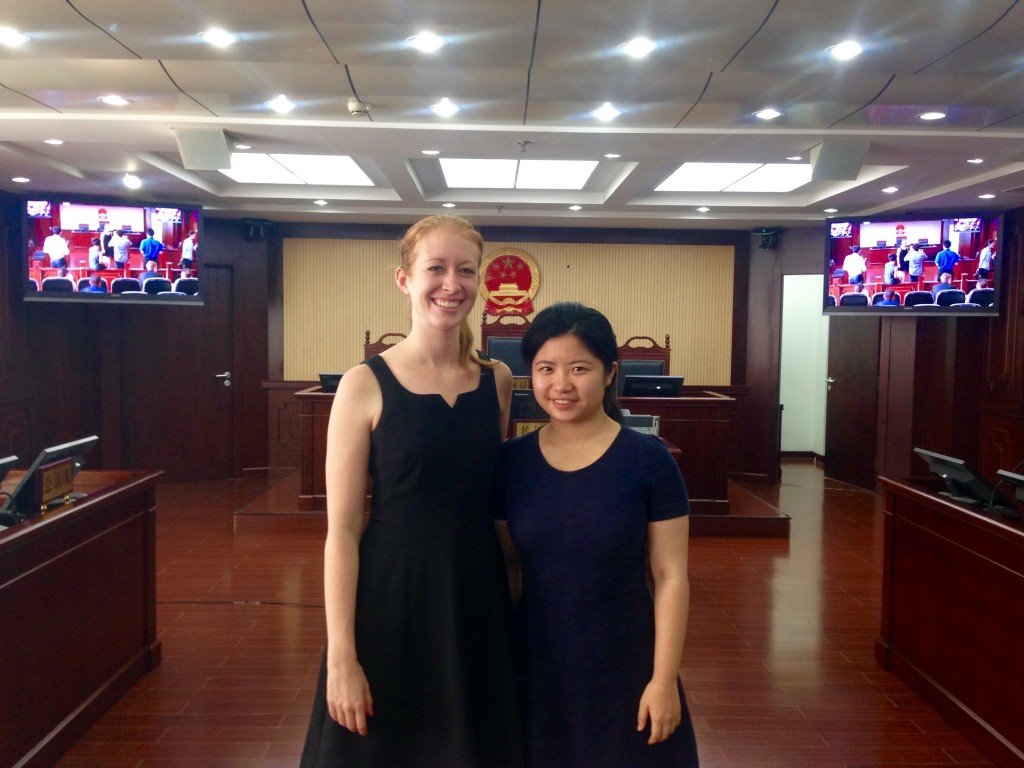 Lisa Dicker '17 with fellow HLS student Dan Li '17 at Fengtai District Court in Beijing.
